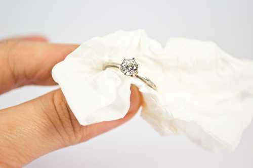 Украшения из серебра без камней, как и золото, можно привести в порядок при помощи уксуса