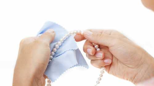 Позолоченные украшения можно очистить с помощью уксуса