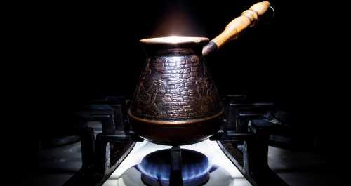 Как правильно варить кофе в турке на плите дома, чтобы кофе не сбежало