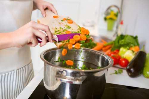 Хотя аромат большинства растений и приправ не сильно изменится, он может быть сильнее, чем аромат самого блюда