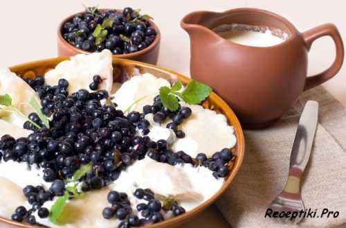 Вареники с черникой на пару: рецепт диетического блюда
