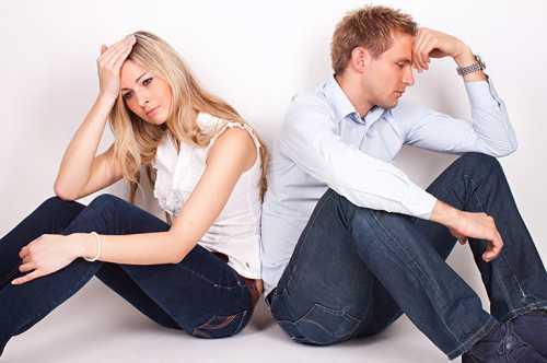 Он постоянно делает злобные замечания, выговоры, насмехается и больно язвит, стараясь задеть ваше самолюбие