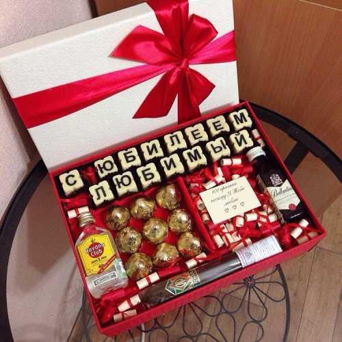 Подарок мужу не должен быть похожим на сувенир, который вы бы вручили своему другу или коллеге