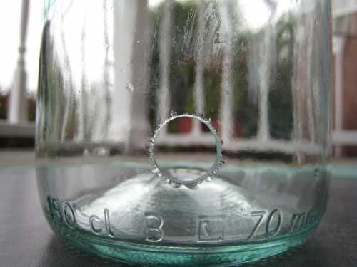 Просверлить стеклянный лист можно не только трубчатым сверлом или инструментом для обработки керамической плитки