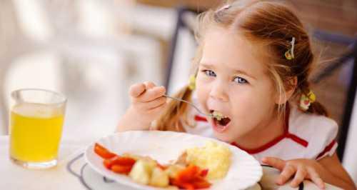 Чем кормят звезды своих детей на завтрак