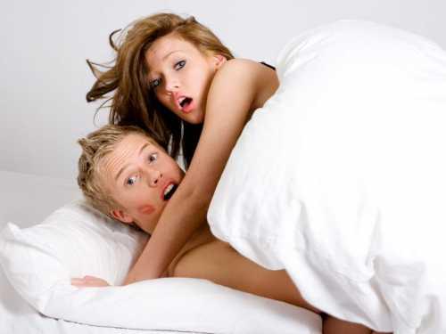 Почему изменяют жены: признаки измены жены