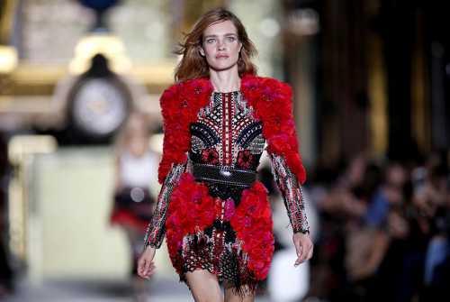 Главные бунтари парижской моды дизайнеры бренда представили новую осеннезимнюю коллекцию, в которой уличная мода снова смешалась с высокой модой самым дерзким образом