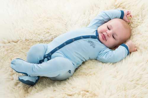 Как правильно выбрать одежду новорожденному